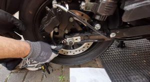 Bremsscheibe locker - Bremssattel daher unruhig